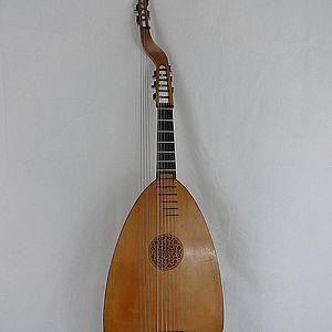 Baß-Gitarrenlaute 2