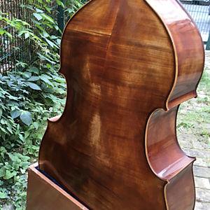 Kontrabass in Violinenform 3