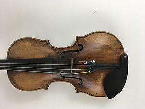 """Violine mit Zettel  """"Georg Klotz, Mittenwald 1732"""""""