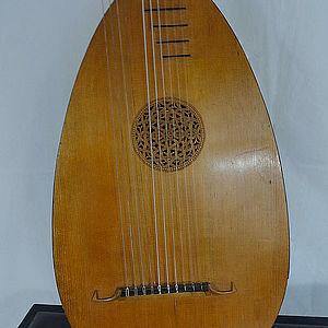 Baß-Gitarrenlaute 1