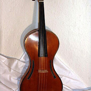 M. Chanot Violine in Gitarrenform 1