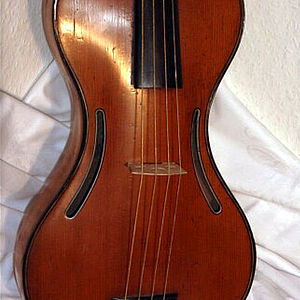 M. Chanot Violine in Gitarrenform 3